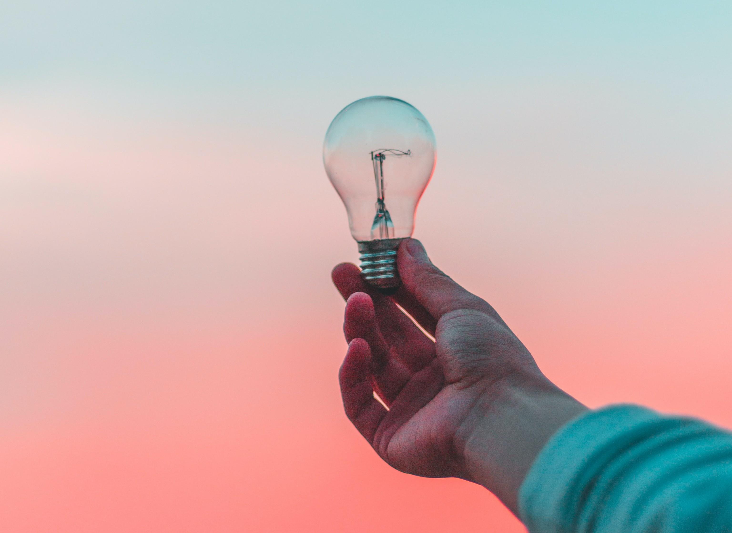 hand-holding-light-bulb-1