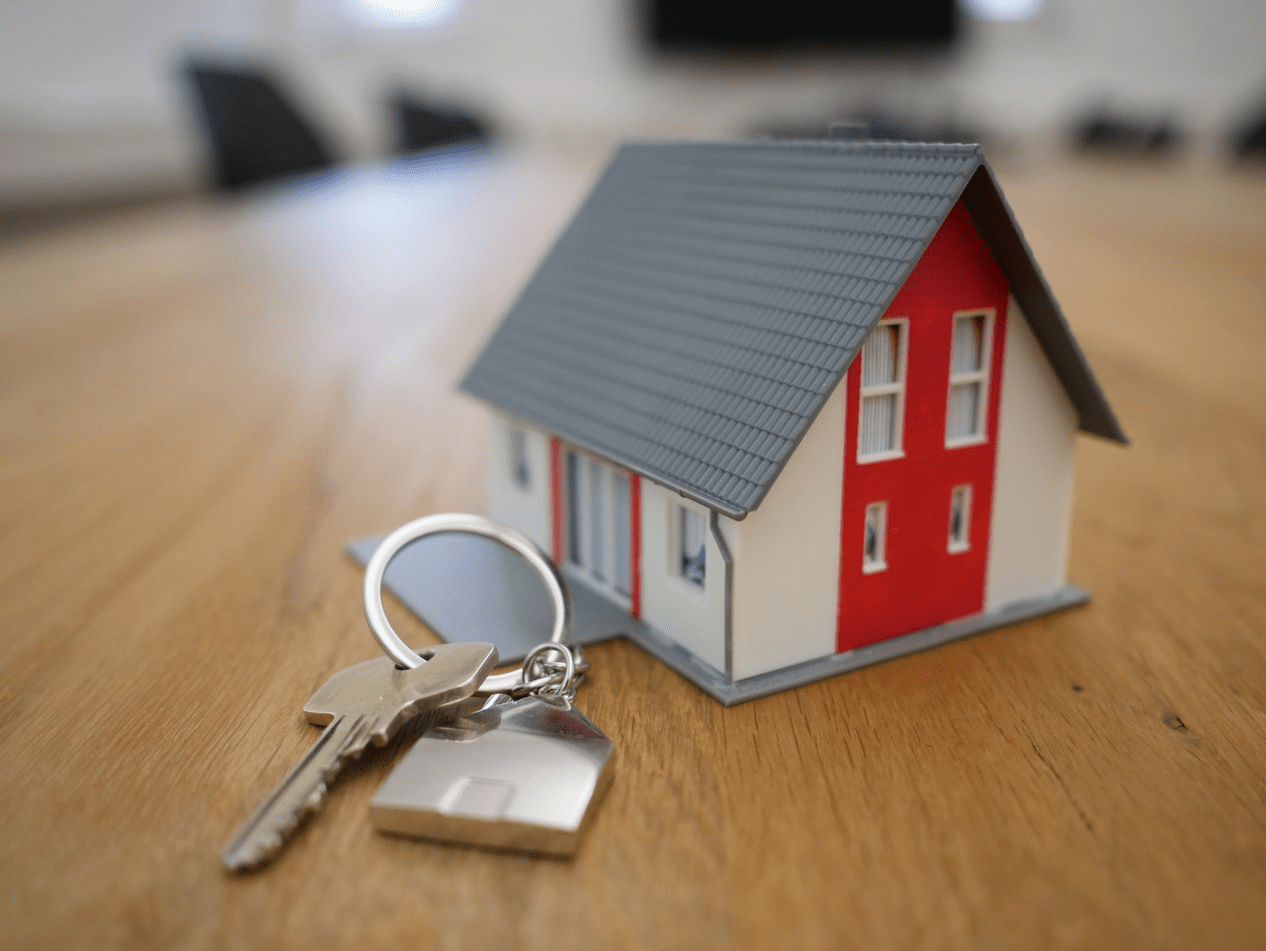 white-wooden-house-and-keys-for-mortage-ads (1)